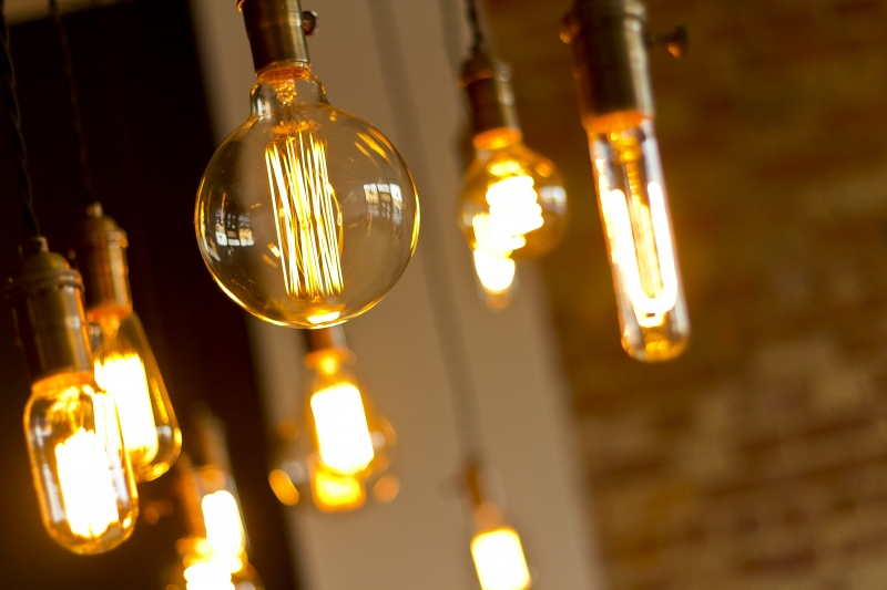 antique-light-bulbs